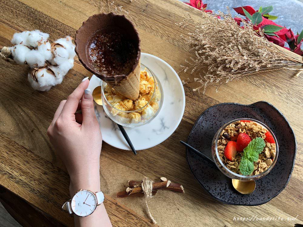 20180301071749 90 - Platform 13號月台│中工業風咖啡館,招牌甜筒咖啡好犯規阿~