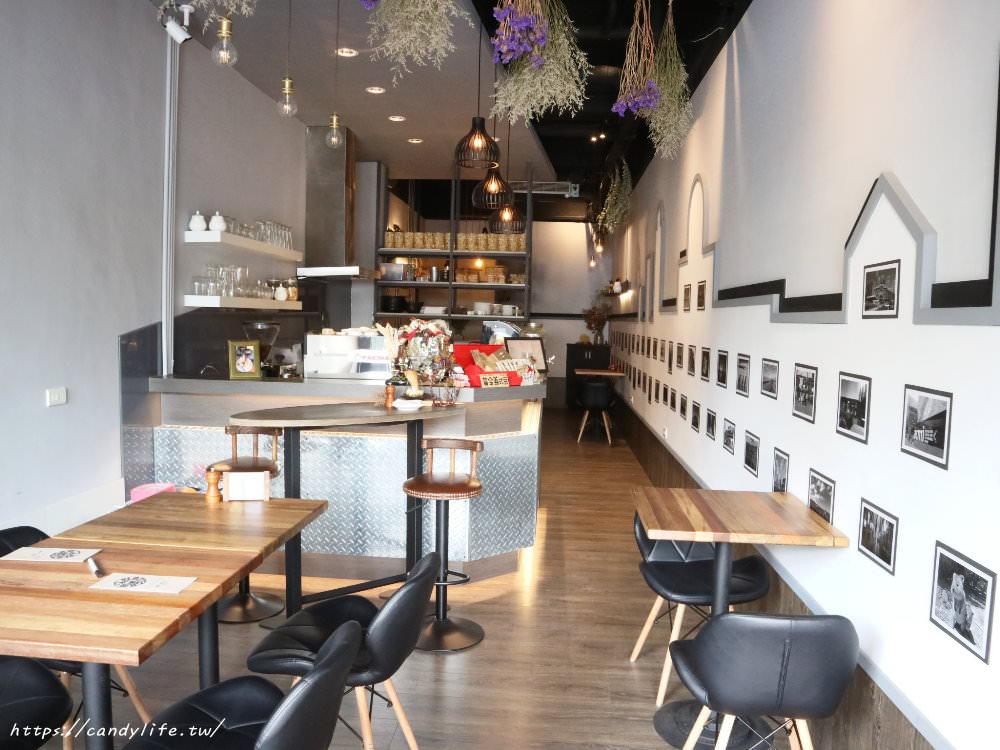 20180301071754 33 - Platform 13號月台│中工業風咖啡館,招牌甜筒咖啡好犯規阿~