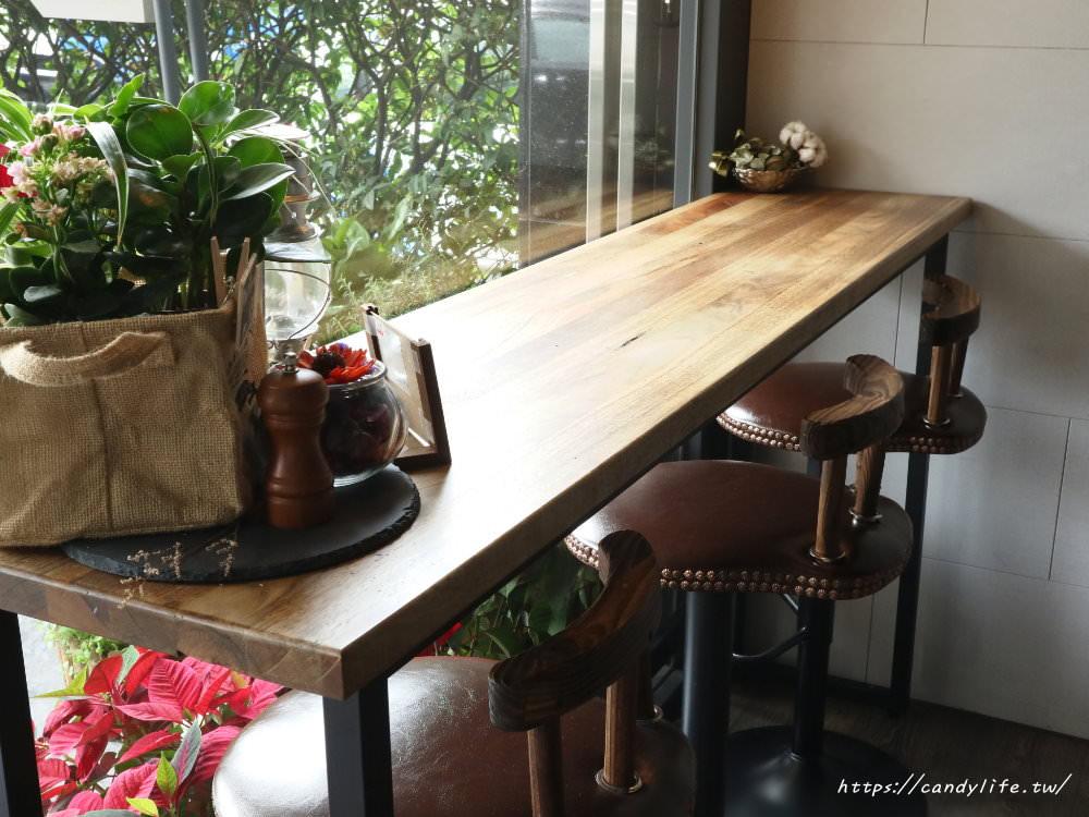 20180301071757 1 - Platform 13號月台│中工業風咖啡館,招牌甜筒咖啡好犯規阿~