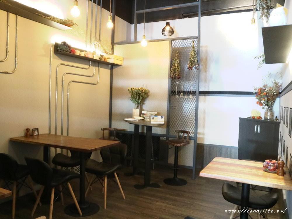 20180301071759 41 - Platform 13號月台│中工業風咖啡館,招牌甜筒咖啡好犯規阿~