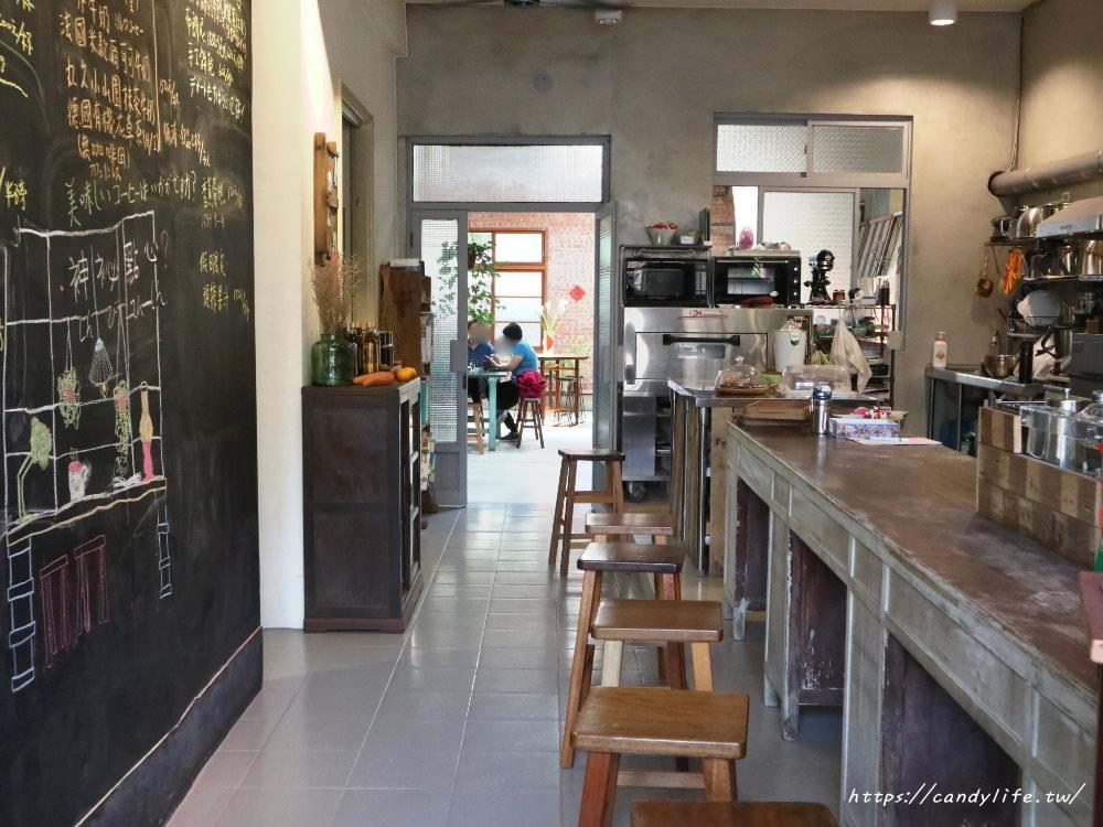 20180325223951 74 - 里厚來坐忠勤街自家烘焙咖啡店│隱身在都市裡的老宅咖啡,除了單品咖啡外,還有手作甜點唷~