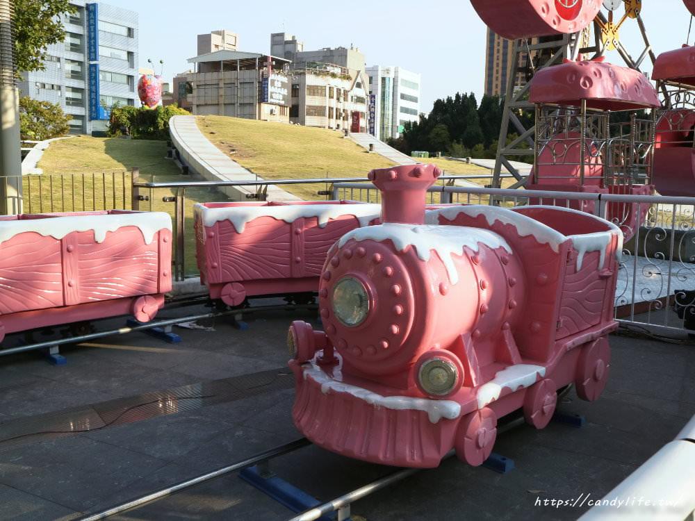 20181006194854 86 - 草悟廣場充滿少女心粉紅樂園登場!粉紅色海盜船、旋轉木馬、巨大夾娃娃機~