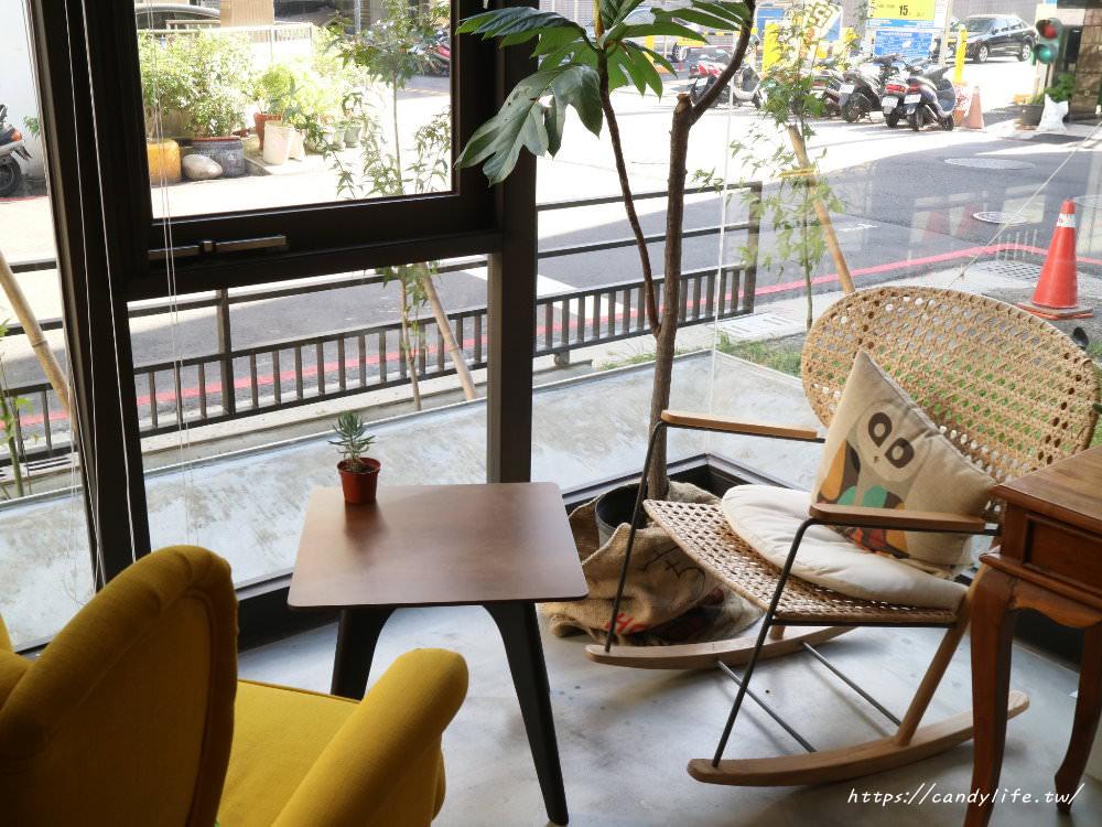20181014214335 34 - 是眼鏡行也是咖啡館,環境超好拍,甜點也好吃~