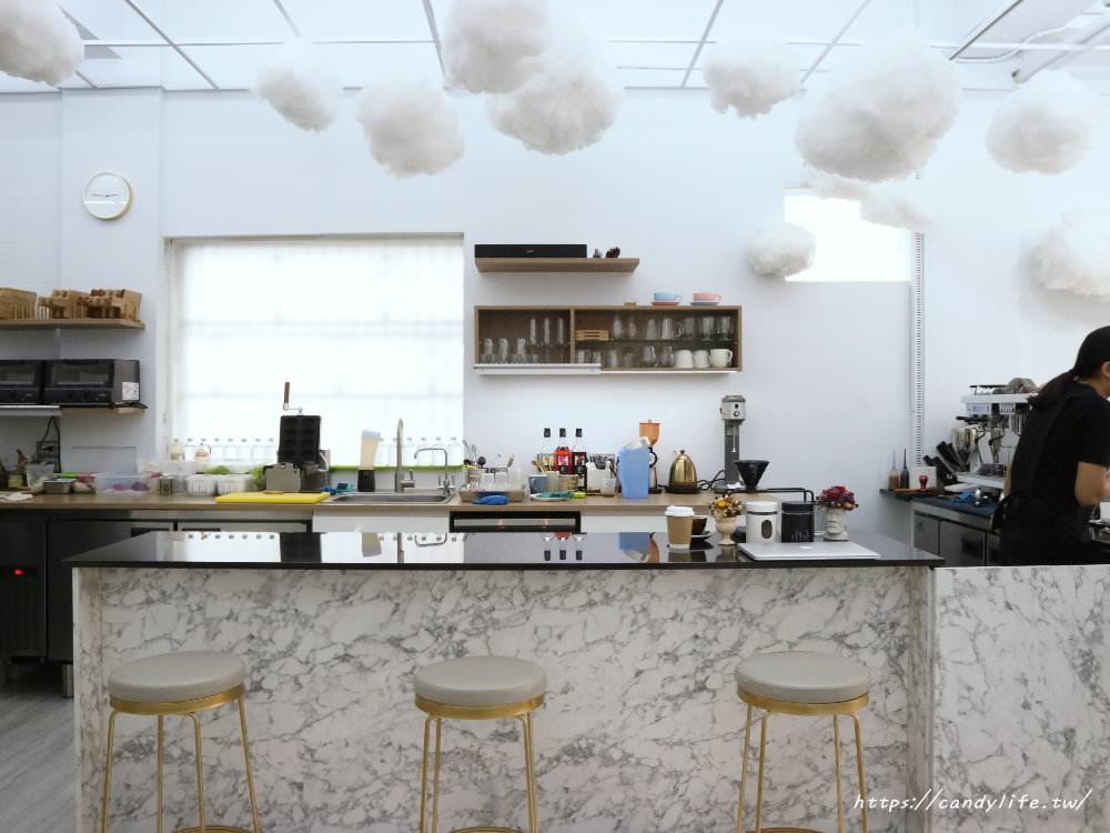 20181031205741 86 - 雲朵加上大理石超美的咕嗼咖啡,鬆餅是雞蛋造型,QQ的像麻糬