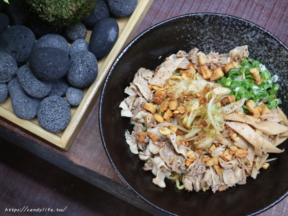 20181125110500 21 - 熱血採訪│沒有湯的拉麵,不用飛日本,在台中也吃的到東京名物油拌麵啦~