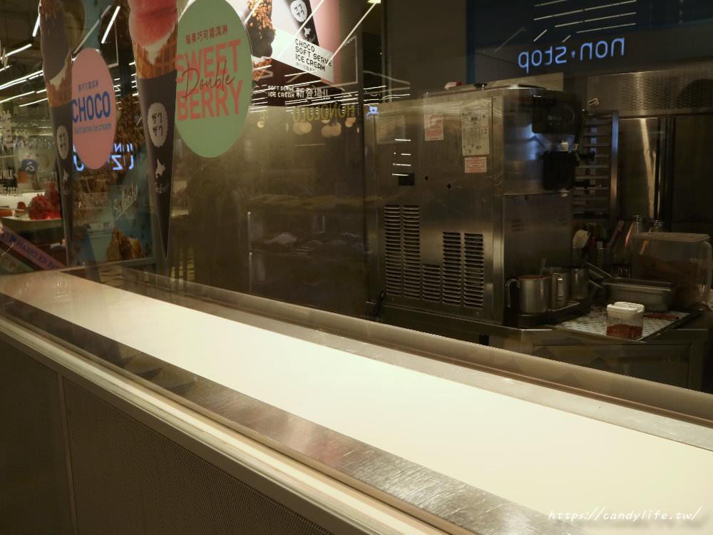20190312221902 58 - ZAKUZAKU日本情人節限定「黑巧可霜淇淋」在台中也吃得到!期間限定,巧克力控快衝一波~