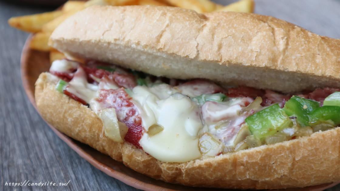 台中再推一間美式漢堡,店家每日手打新鮮肉排,香甜多汁,二樓還有賽事座位區!