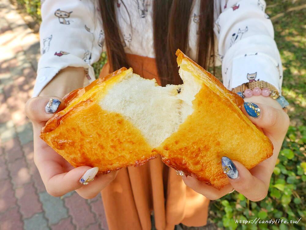 20200130133019 26 - 逢甲人氣現烤菠蘿麵包,外酥內軟,還有香蒜條、乳酪條、花生條,讓人一訪再訪!