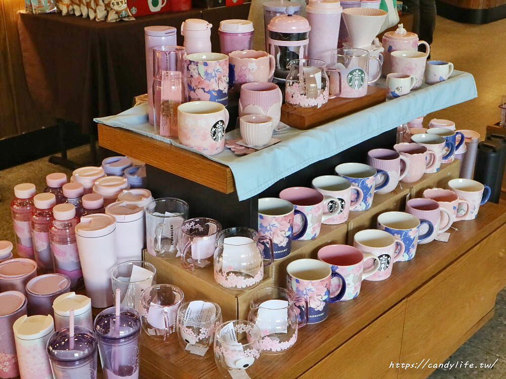 20200219142150 8 - 星巴克櫻花季登場!超美櫻花杯,還有新品櫻花莓果千層薄餅
