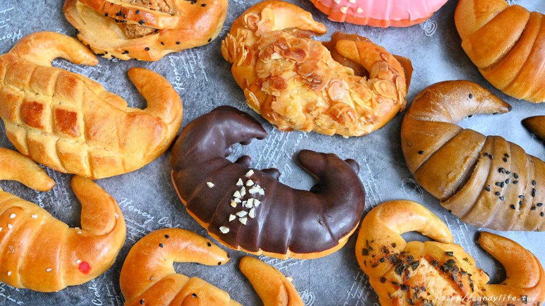 過年禮盒來點不一樣的吧,角之館的金牛角麵包共有12種口味任選,誰說牛角麵包只能做原味~